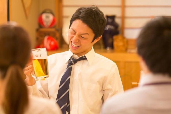 お酒には要注意!飲みすぎは小顔の天敵?